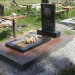 Установка памятника с цветником на могилу